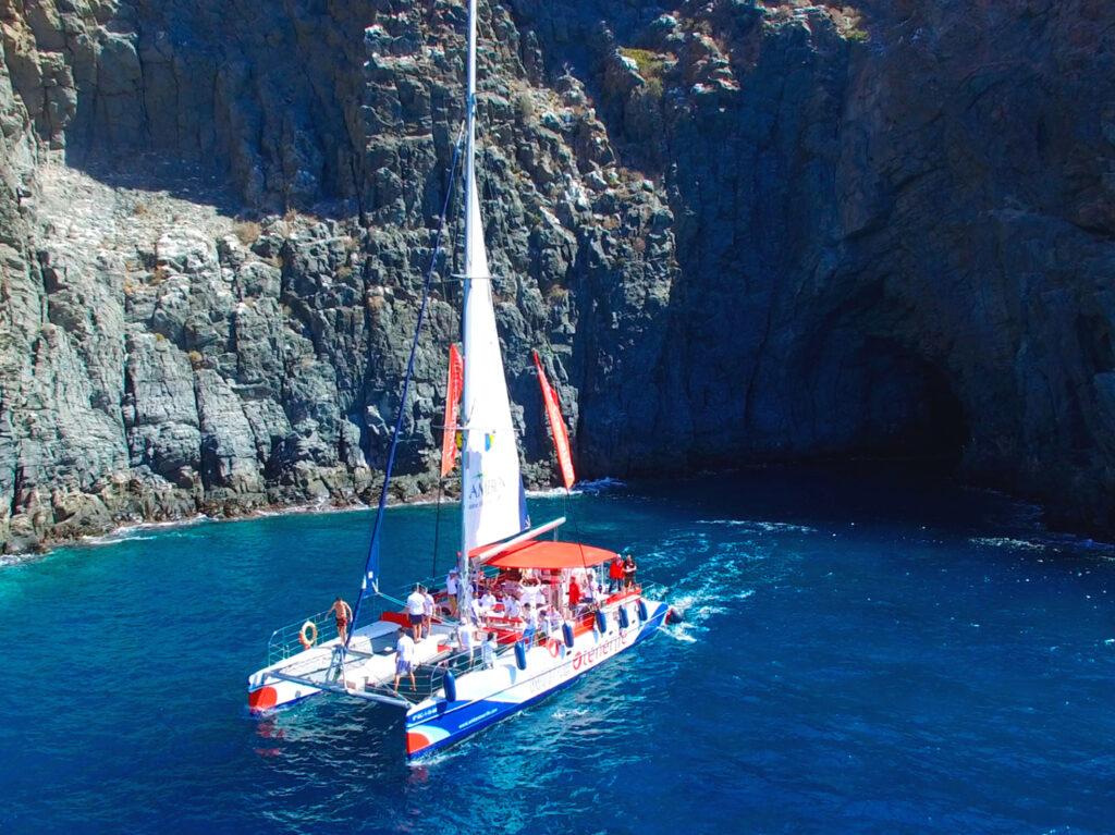 Catamaran White Tenerife con grupo evento